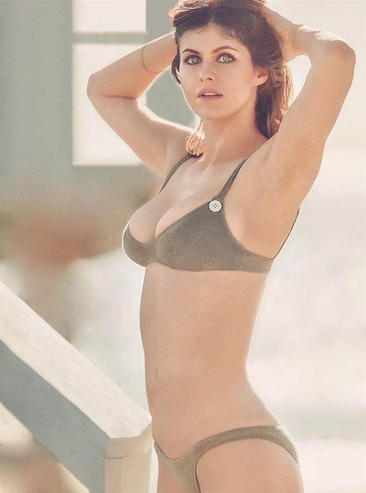 Alexandra Daddario Nago. Zdjęcie - 52