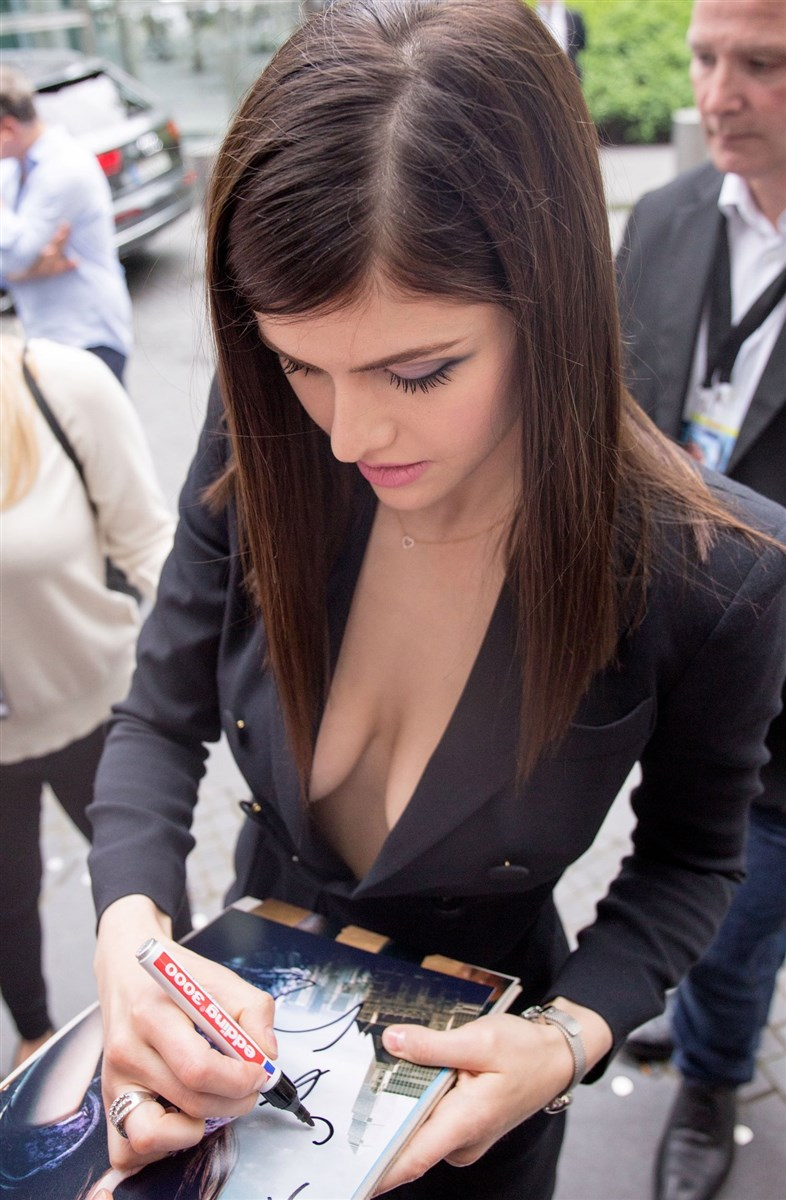 Alexandra Daddario Nago. Zdjęcie - 9