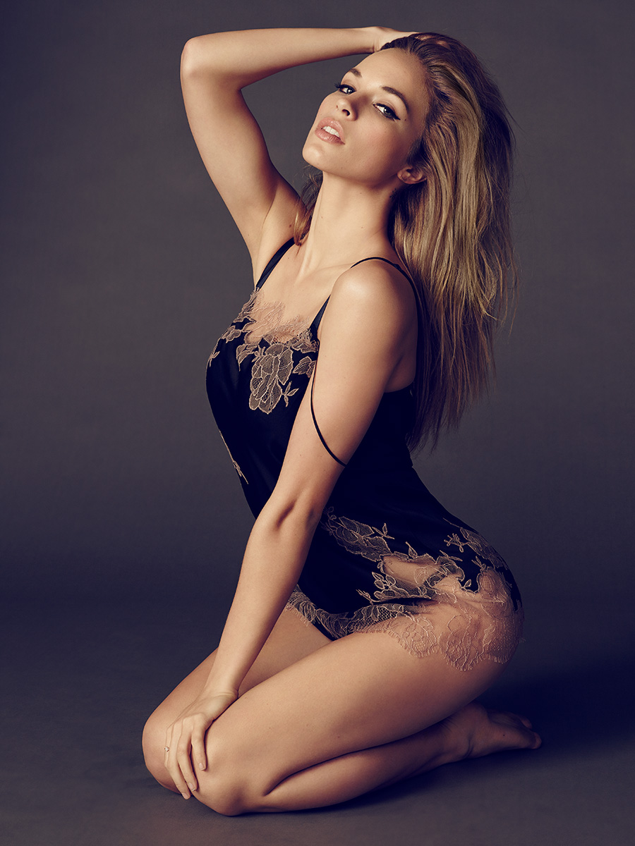 Alexis Knapp Nude. Photo - 15