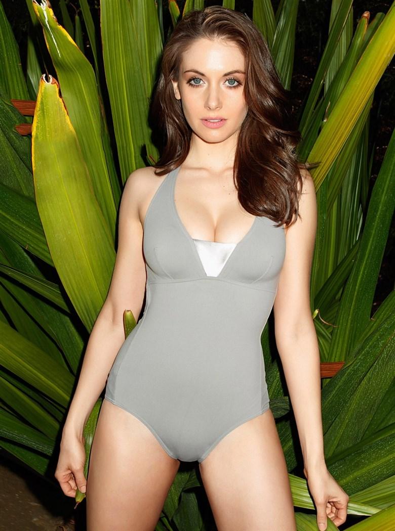 Alison Brie Nude. Photo - 16