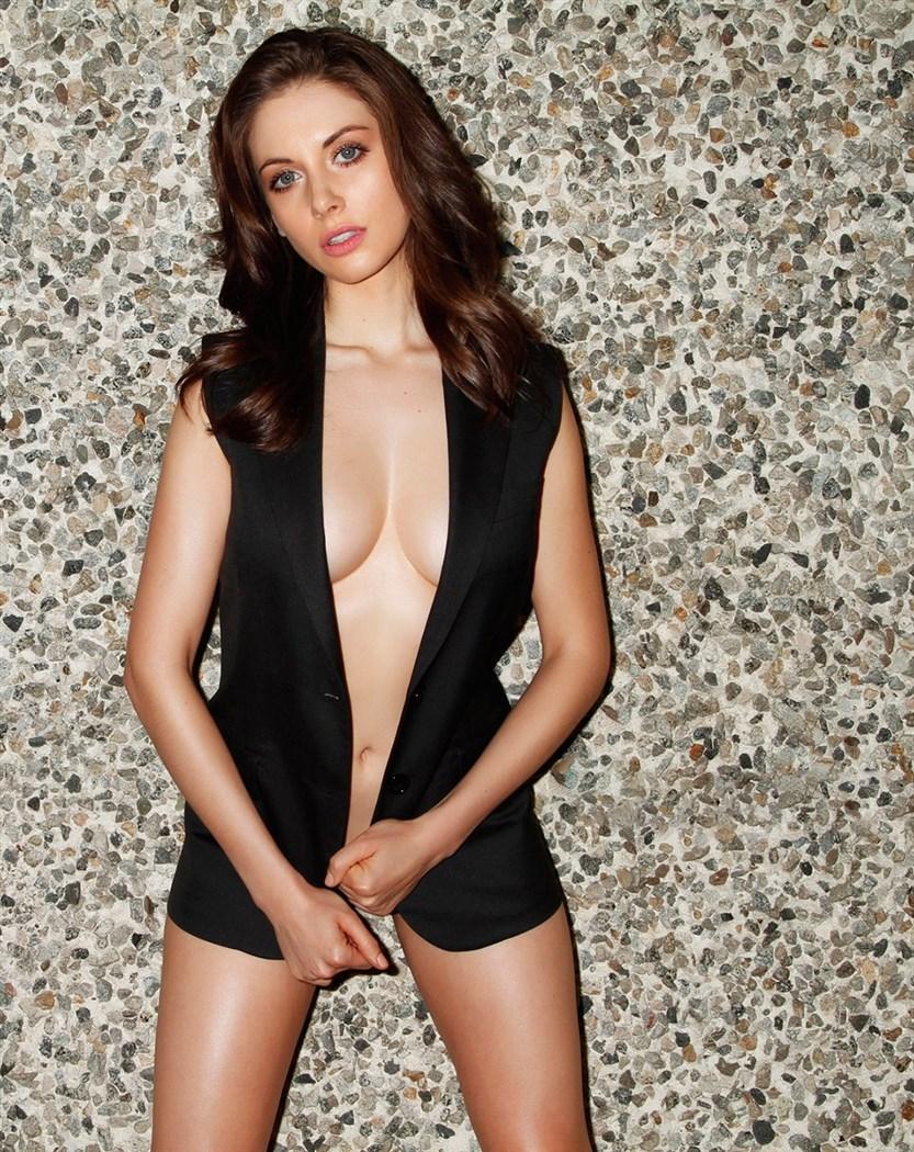 Alison Brie Nude. Photo - 24