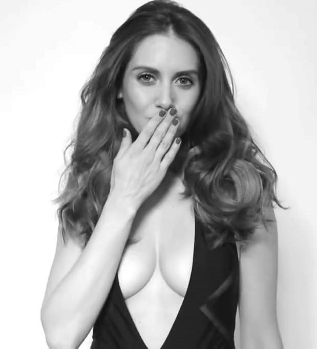 Alison Brie Nude. Photo - 32