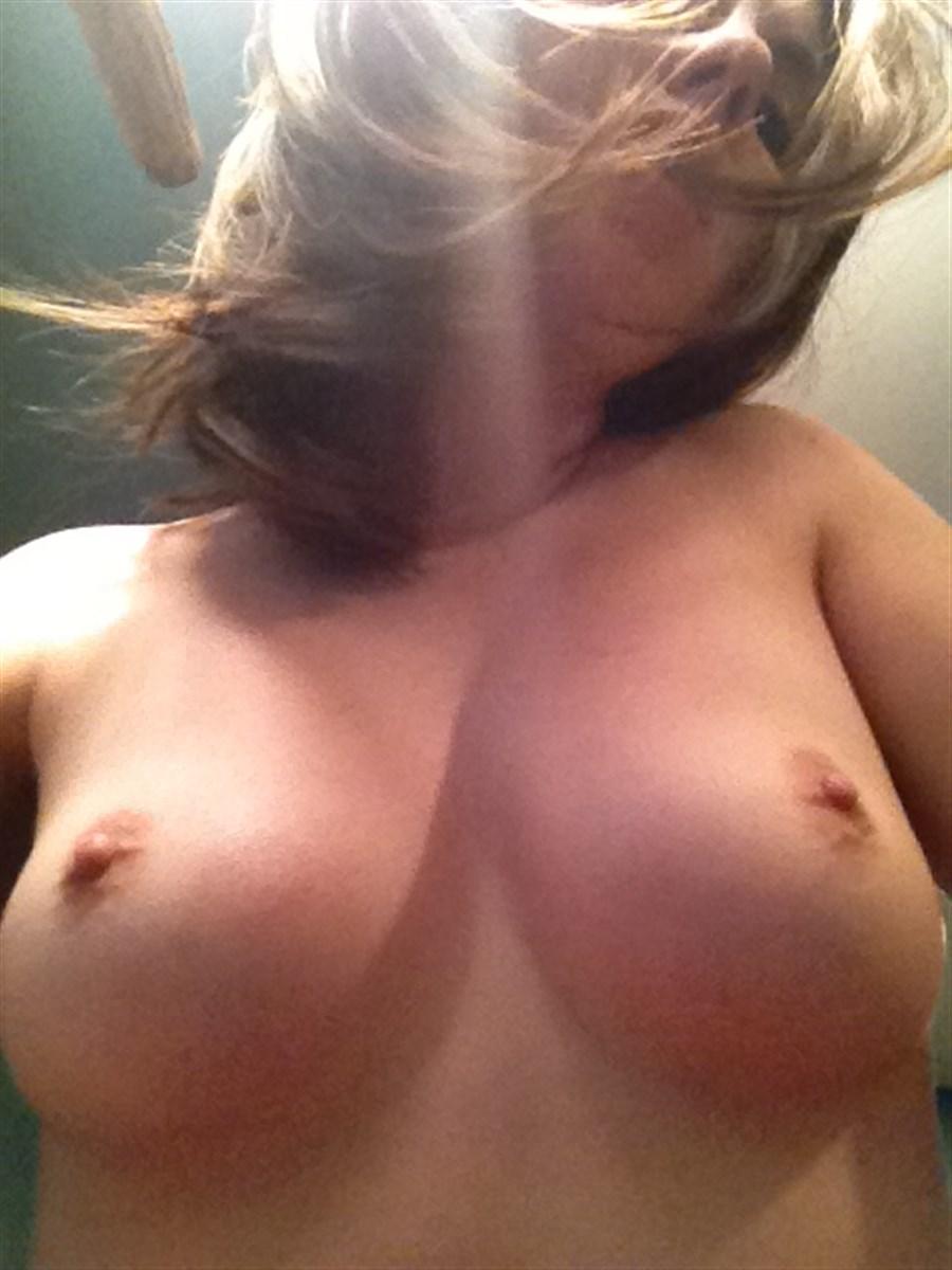 Alison Brie Nude. Photo - 35