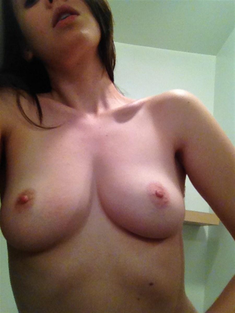 Alison Brie Nude. Photo - 36