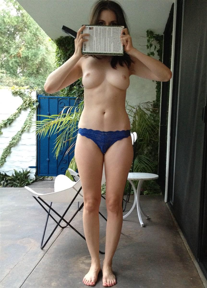 Alison Brie Nude. Photo - 38