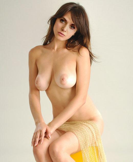 Alison Brie Nude. Photo - 5