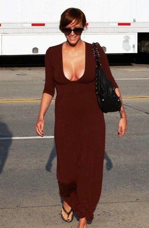 Ashlee Simpson Desnuda: ¡sin ropa y con cuerpazo!