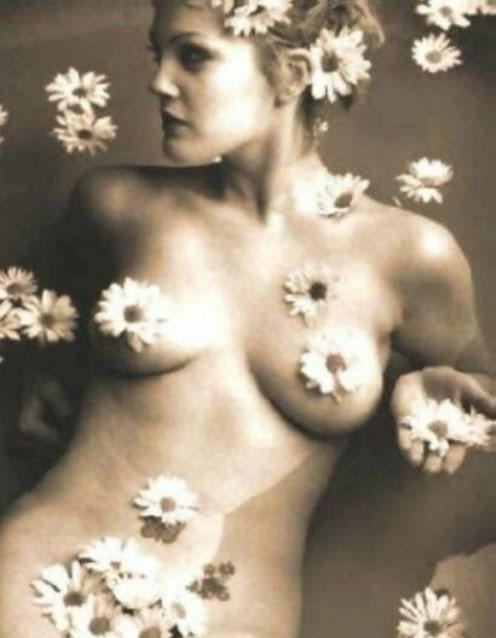 Drew Barrymore Nude. Photo - 1