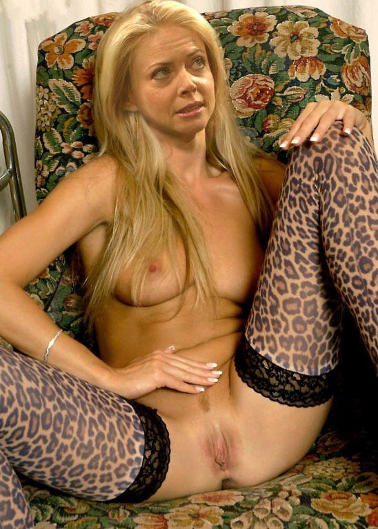 El erótico striptease de Faith Ford