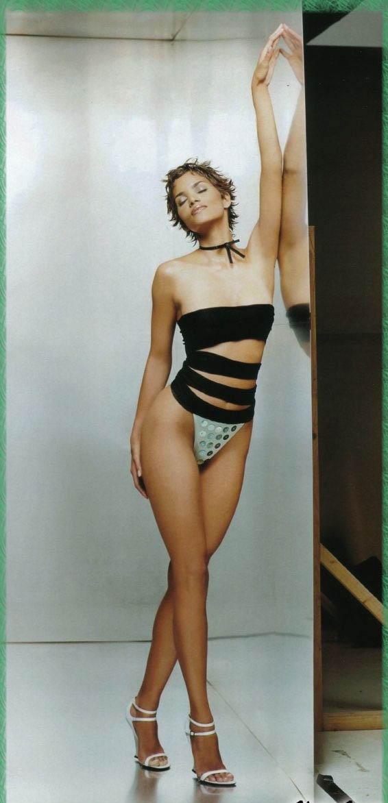 Halle Berry Nago. Zdjęcie - 30