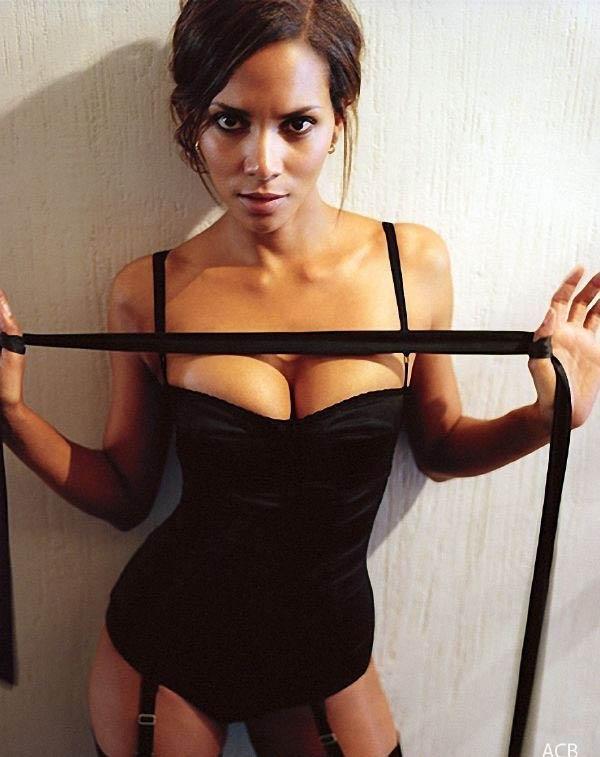 Halle Berry Nude. Photo - 31