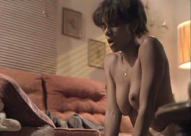 Halle Berry Nude. Photo - 39