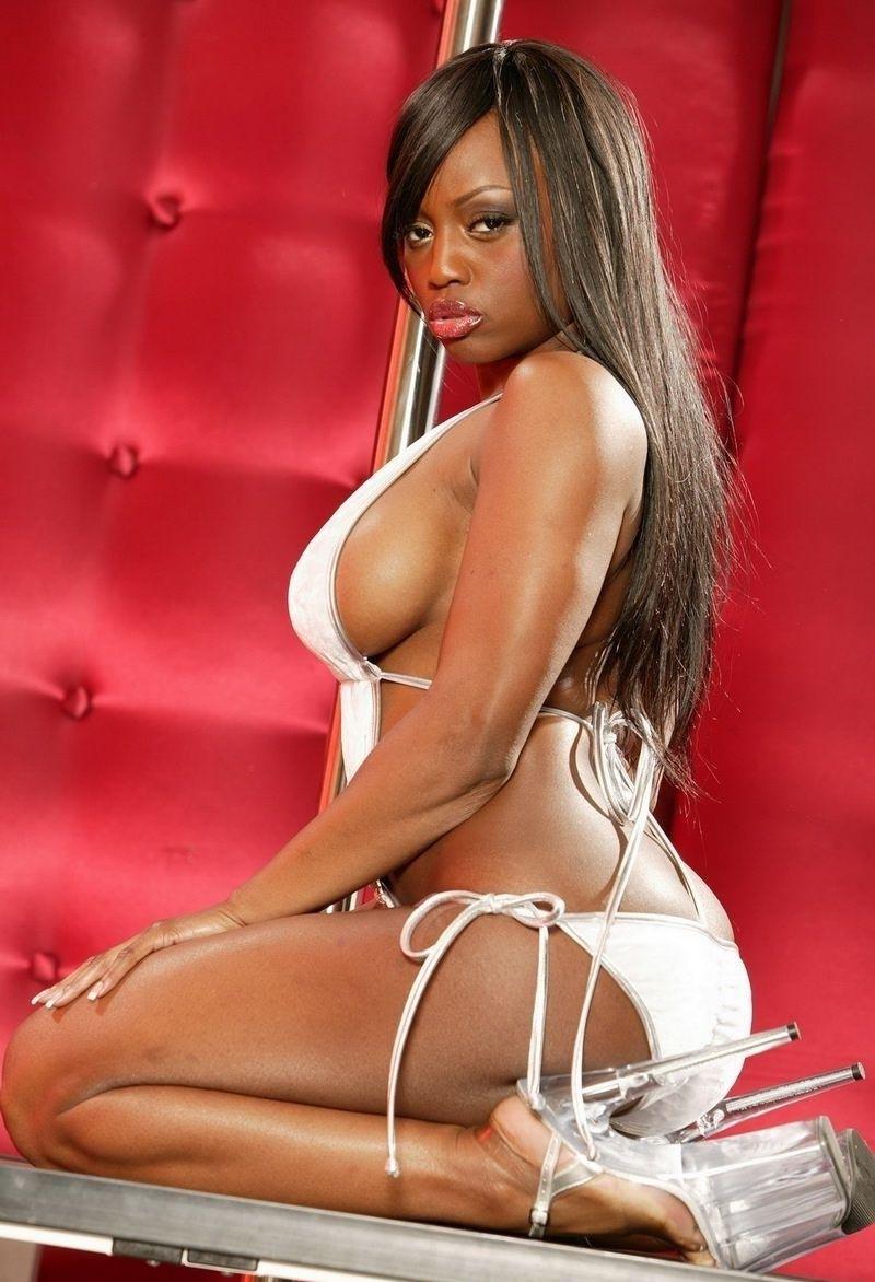 Las eróticas nuevas fotos de Jada Fire desnuda