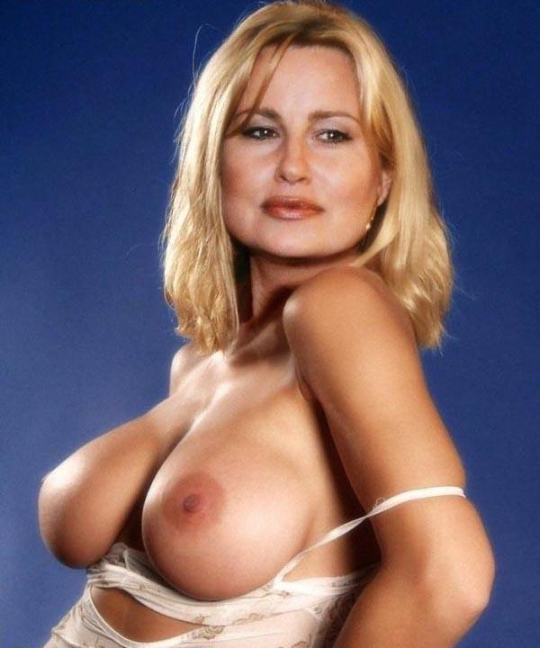 Jennifer Coolidge Nude. Photo - 8