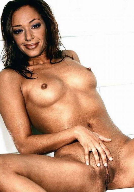 Leah Remini desnuda muestra las tetas
