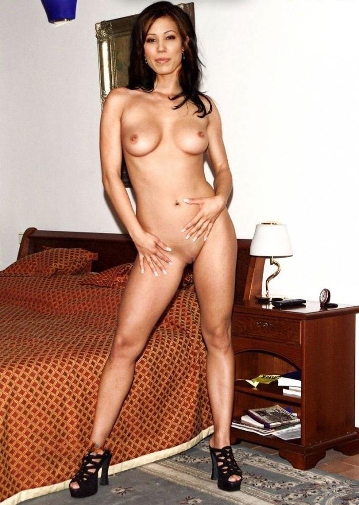 Michaela Conlin Nude. Photo - 8