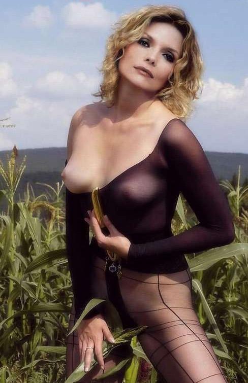 Michelle Pfeiffer Nude. Photo - 79