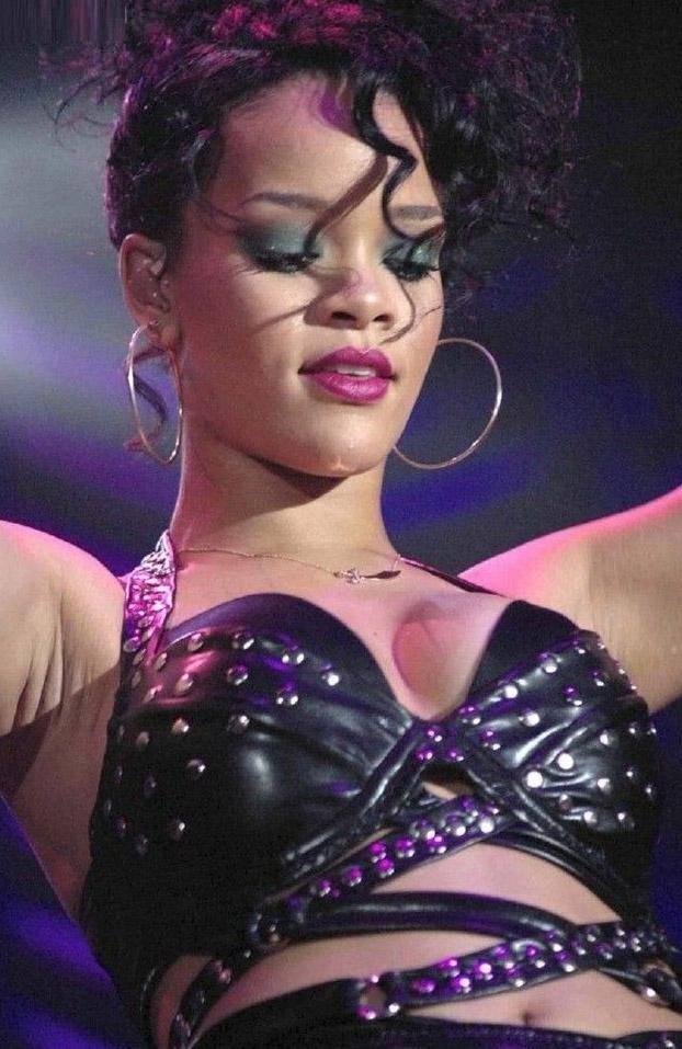 Rihanna Nackt. Foto - 2