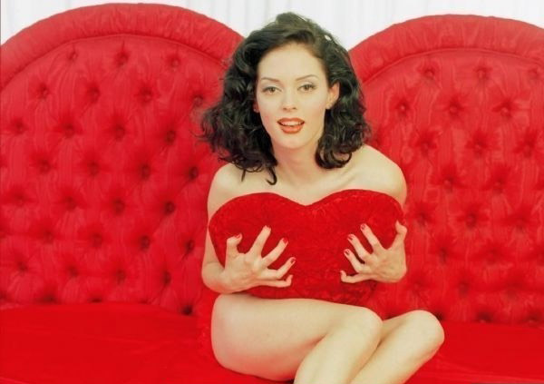 ¿Quieres ver a la hermosa Rose McGowan totalmente desnuda?