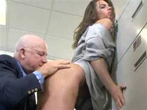 Секс в рабочий полдень.