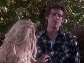 Блондинка уговорила мужика на сочный трах.