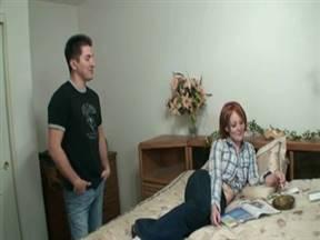 Рыженькая в домашнем видео с бойфрендом.