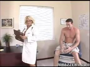 Пришел на прием в больницу, а там врачиха хочет поебаться.