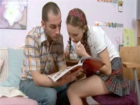 Обучал ляльку английскому языку и соблазнил на анальчик.