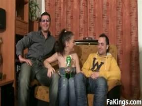 Испанская соска долбится в очко с двумя юношами.
