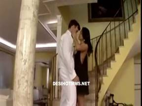 Джулия Паэс дала любовнику в очко на лестнице.