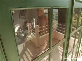 Джеймс Дин узнал что его телка изменяет ему и решил ее наказать.