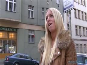 Няшная блондинка из Чехии отведала толстый большой хер.