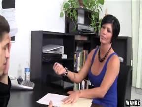 Шайя Фокс сняла на улице чувака и трахнулась с ним в офисе.