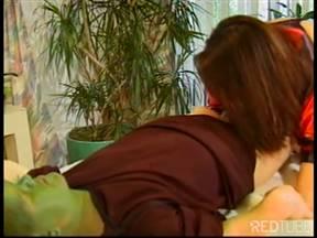 Лилипут приведение с зеленой рожей овладевает бабой.