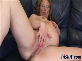 Ебалка с беременной дамой среднего возраста на диване.
