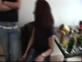 Чешское порно про групповушку на квартире.