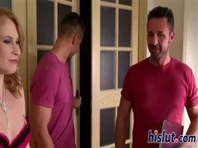 Два мужика вдули рыжей шалаве среднего возраста.