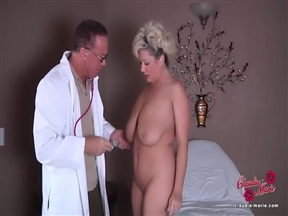 Доктор шпилит пышногрудую Claudia Marie