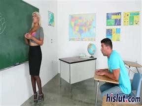 Мужик вдул Бриджит Б. На уроке испанского языка.
