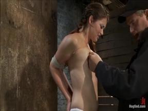 Видео с подборкой бондажей с молодой девкой.