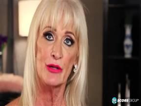 Шестидесятилетняя Leah LAmour занимается любовью.