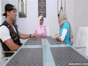 Мотоциклист против масульманок.