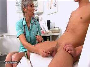 Молодой пациент вдул врачихе почтенного возраста.