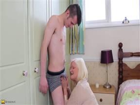 Бабуся из Голландии в порно с чуваком.