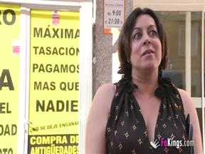 Съем синьоры для секса с чуваком на улице испанского города.